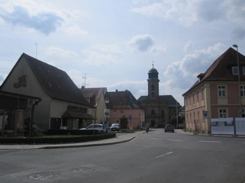 Die Dorfkirche kommt in Sicht