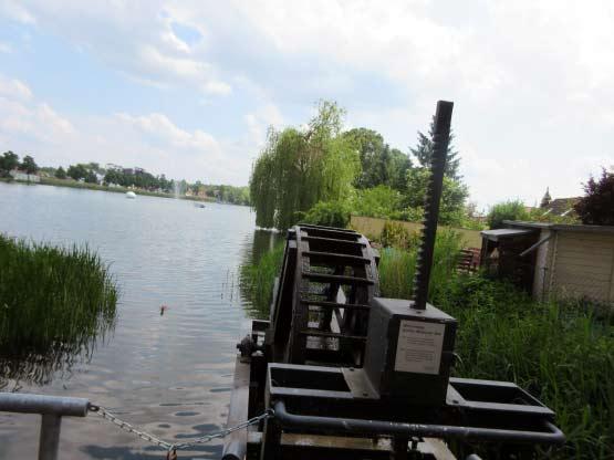Seeausfluss mit Wasserrad
