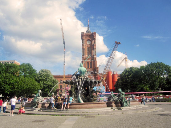 Neptunbrunnen vor Rotem Rathaus