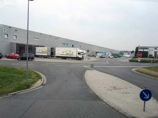 Endlos-Lagerhallen und Abtransport