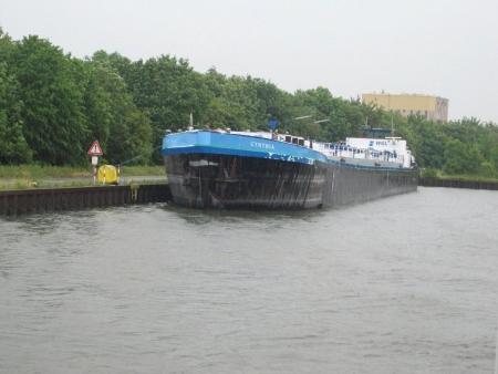 Öltanker auf Weser