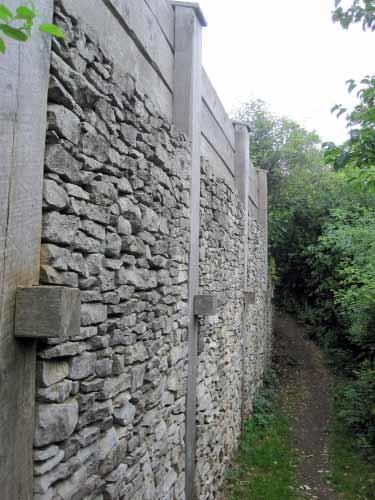 Pfostenschlitzmauer