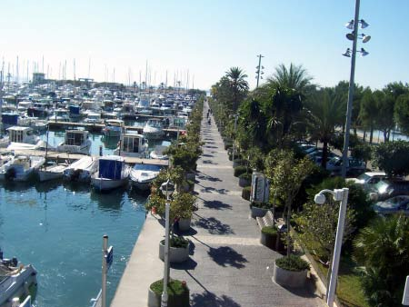 Promenade am Segelhafen