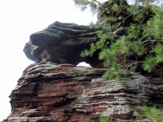 Fels mit Fenster