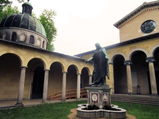 Die Friedenskirche im Park
