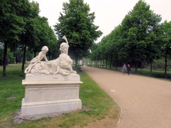 Endlose Wege und überall Denkmäler