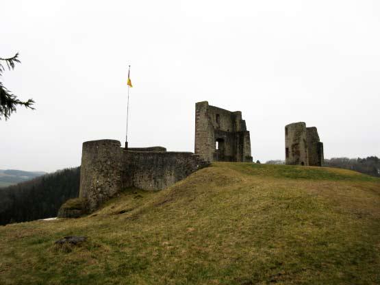 Burganlage über der Nims