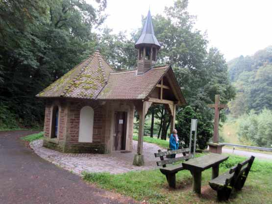 Niedliche Waldkapelle