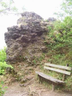 Sitzbank am Lavafelsen