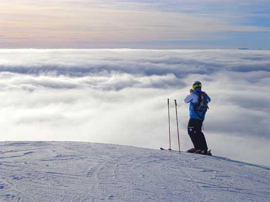 Skifahrer, Blick auf das Wolkenmeer