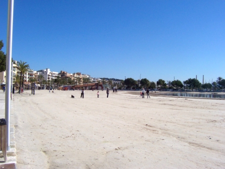 Traumhaft breiter Sandstrand in Port d'Alcudia