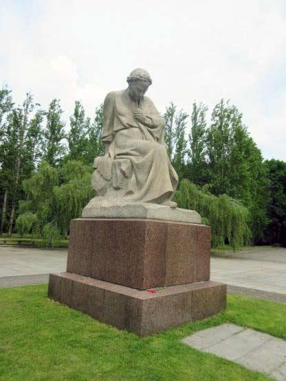 Statue Mutter Heimat